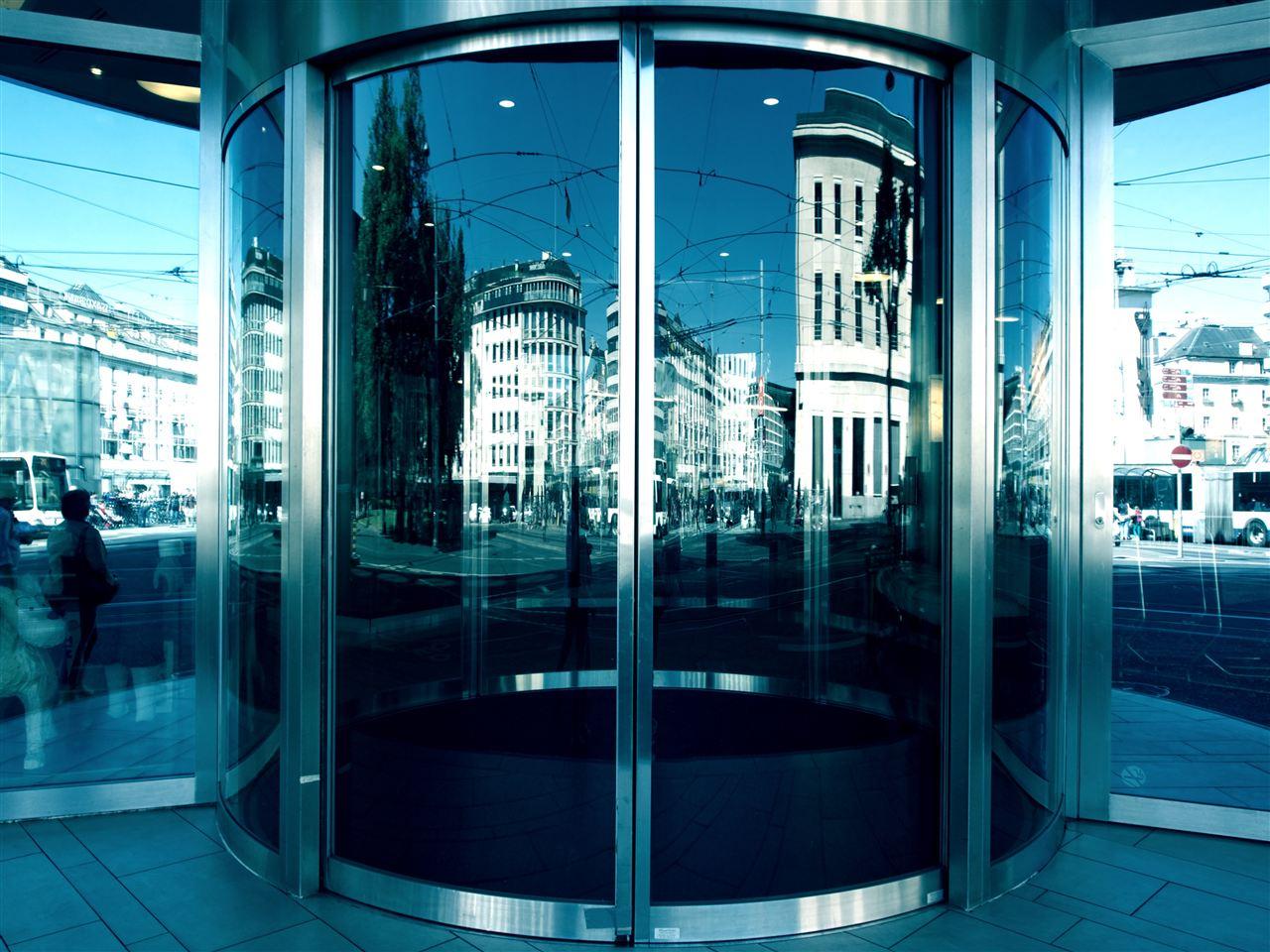 严守质量安全 玻璃门炸裂恐慌将不复存在